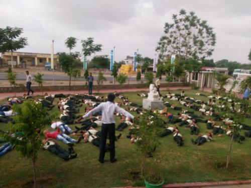 sarvyog-internatinal-school-yoga-day (11)