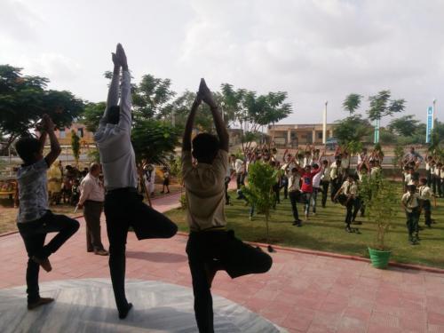 sarvyog-internatinal-school-yoga-day (8)